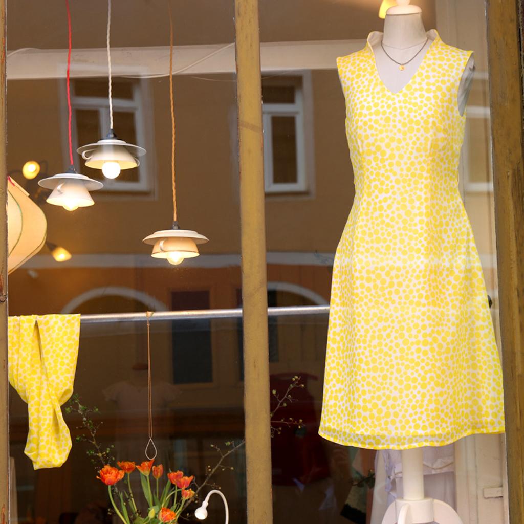 Sommerkleid mit Tupfen