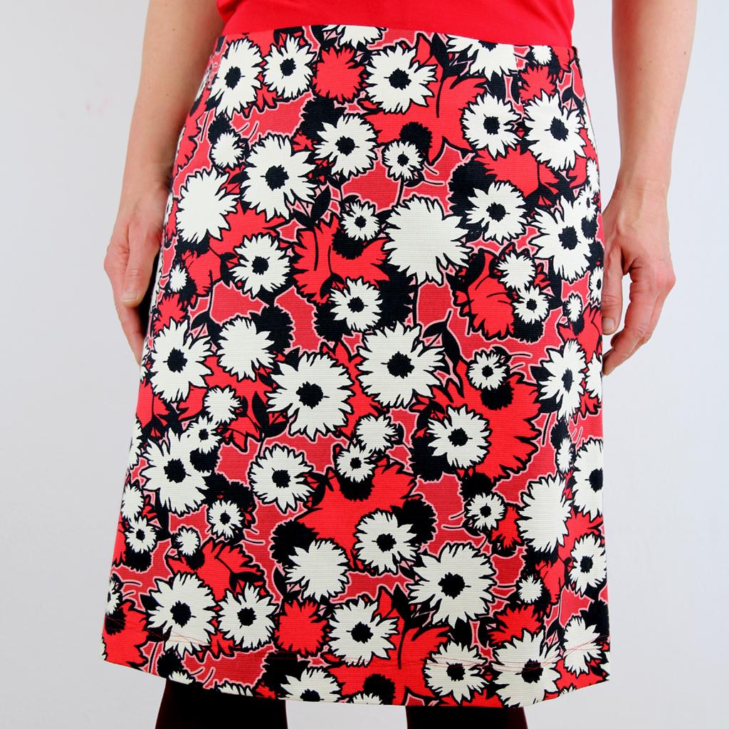 roter Blumenrock