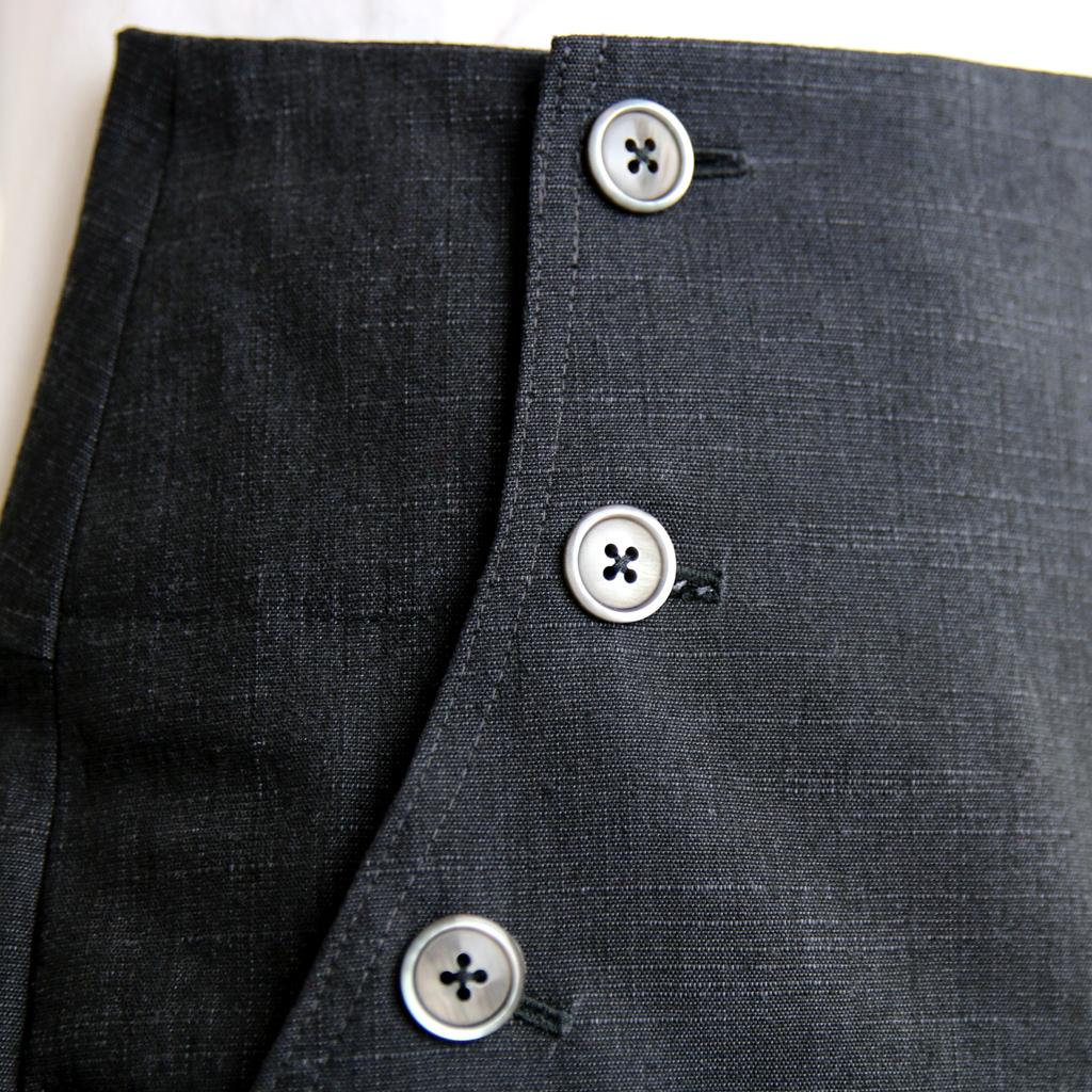 Matrosenhose mit seitlichen Einriffstaschen und Knöpfen