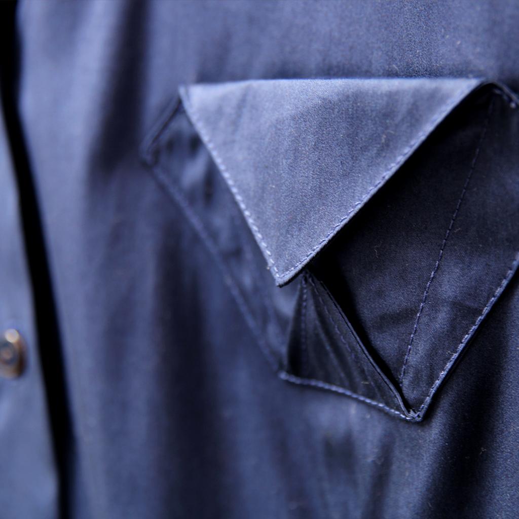 klassische Bluse dunkelblau mit Origamitasche