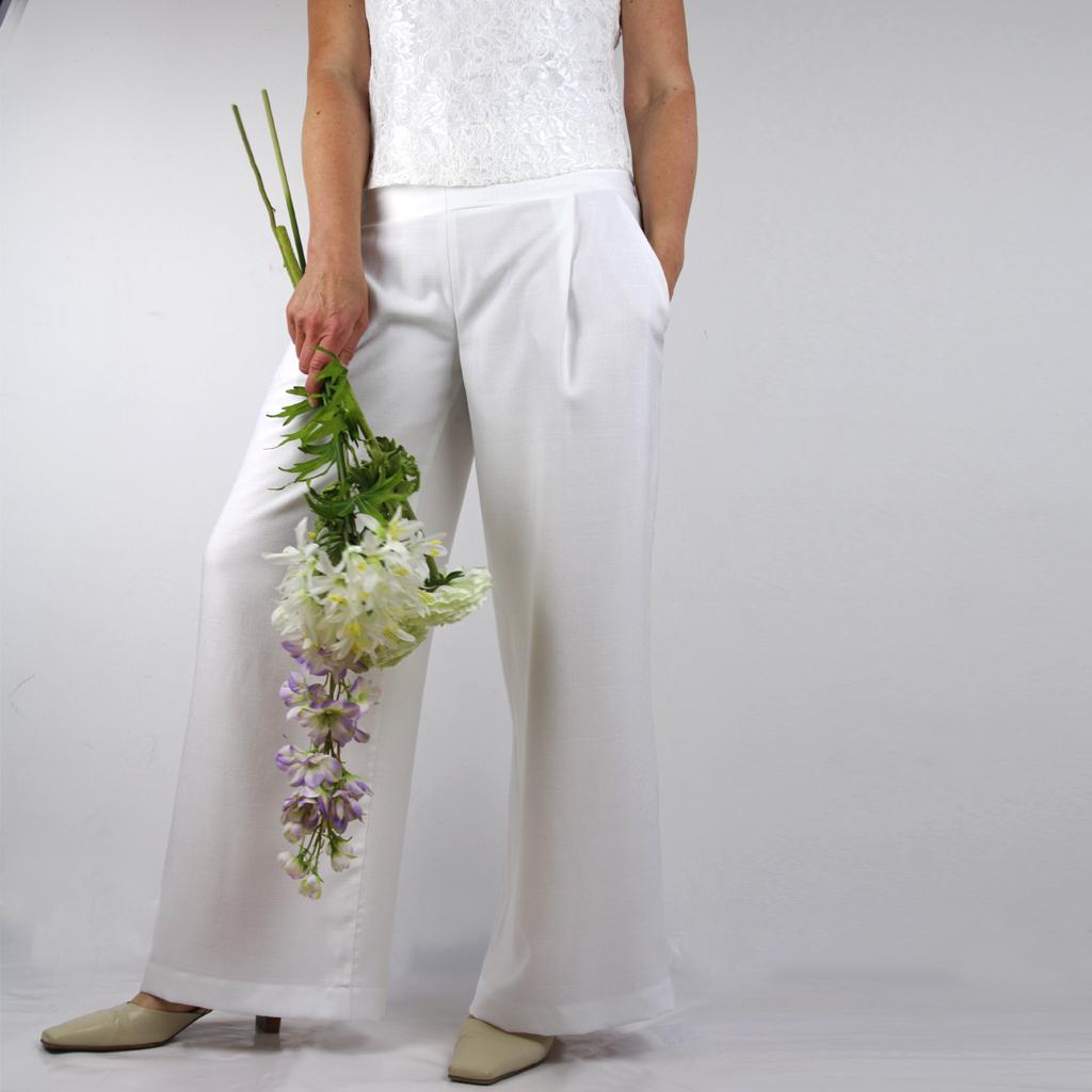 weite weiße Hose