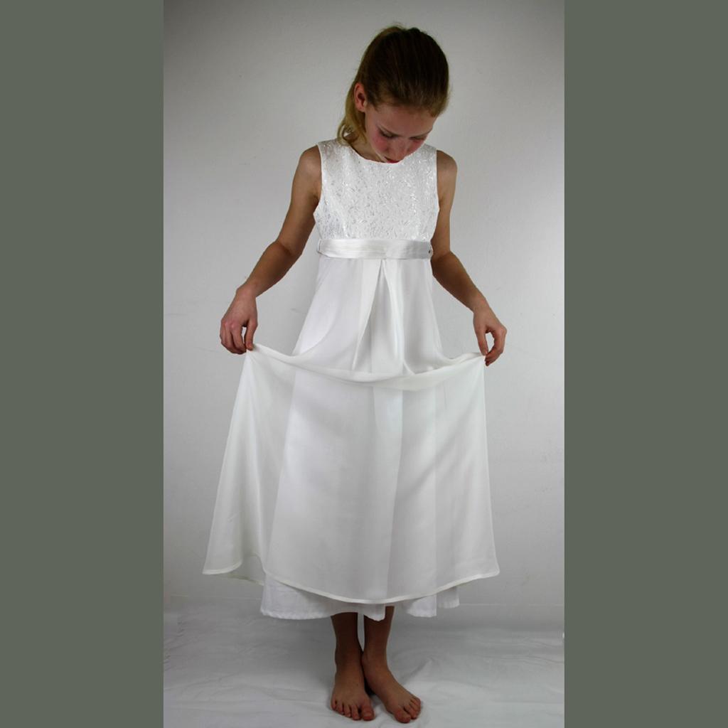 weißes Erstkommunionskleid