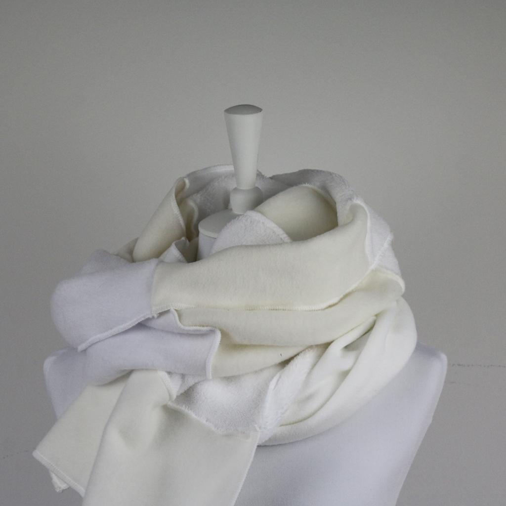 langer weißer Schal