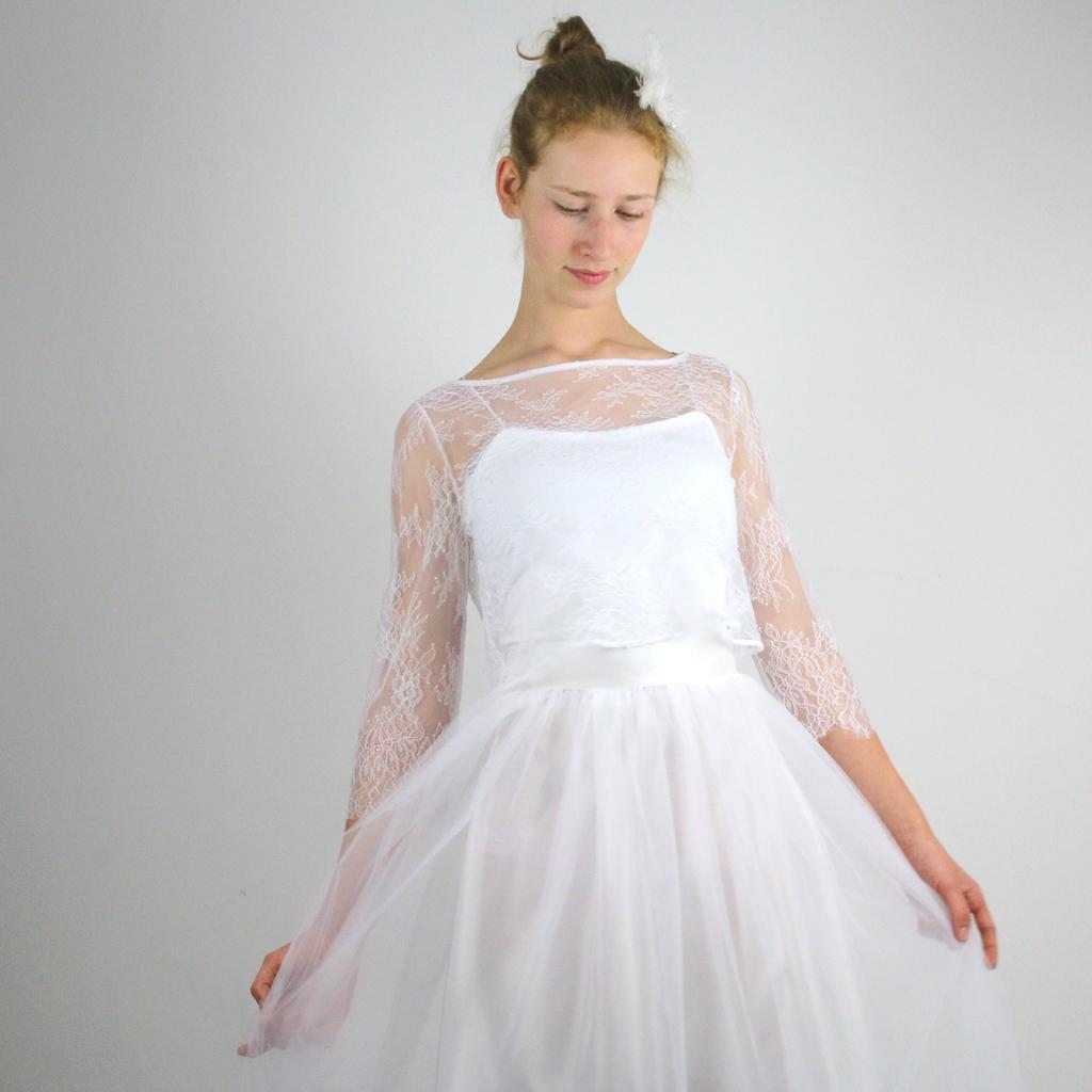 weißes Spitzenoberteil für die Hochzeit