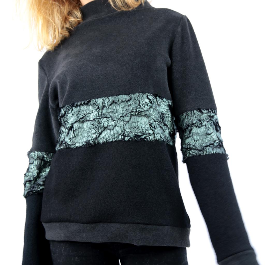 grau grüner Pullover