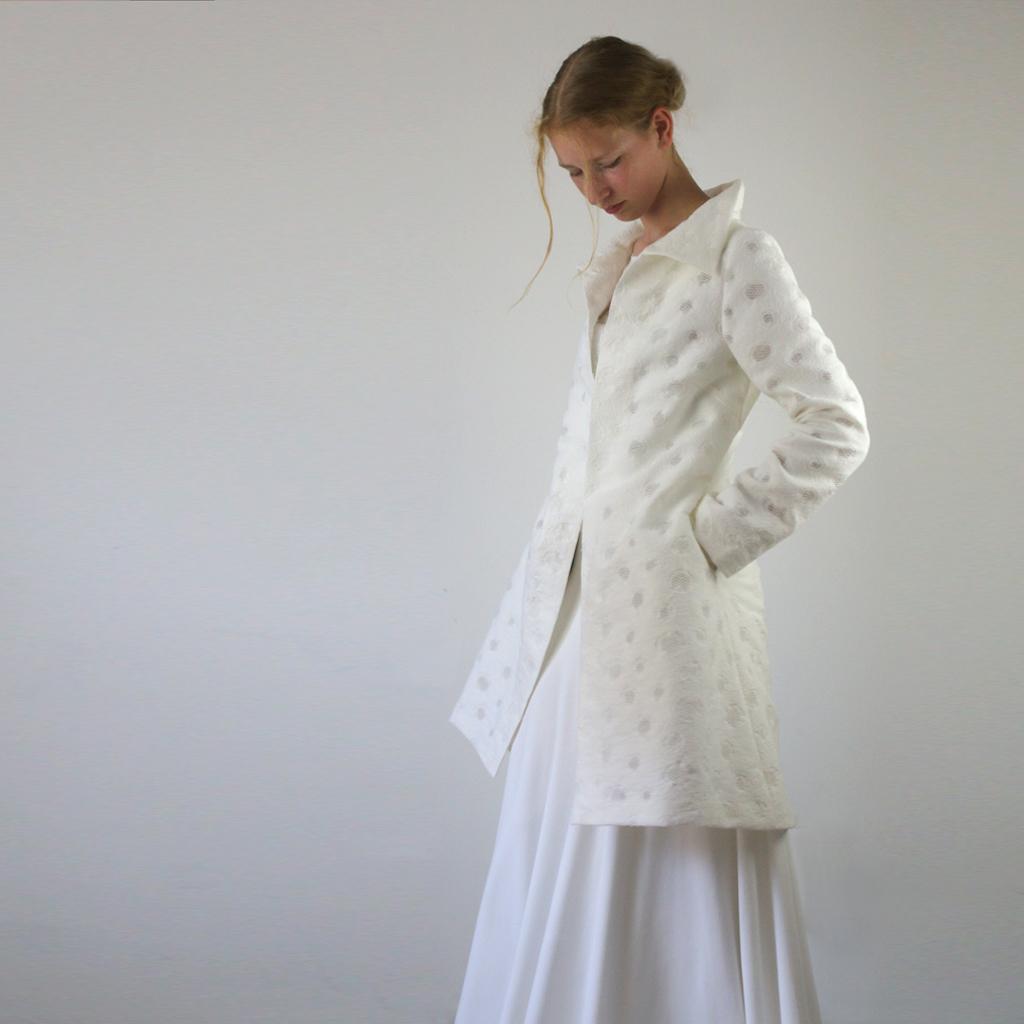 Mantel im cremefarbton