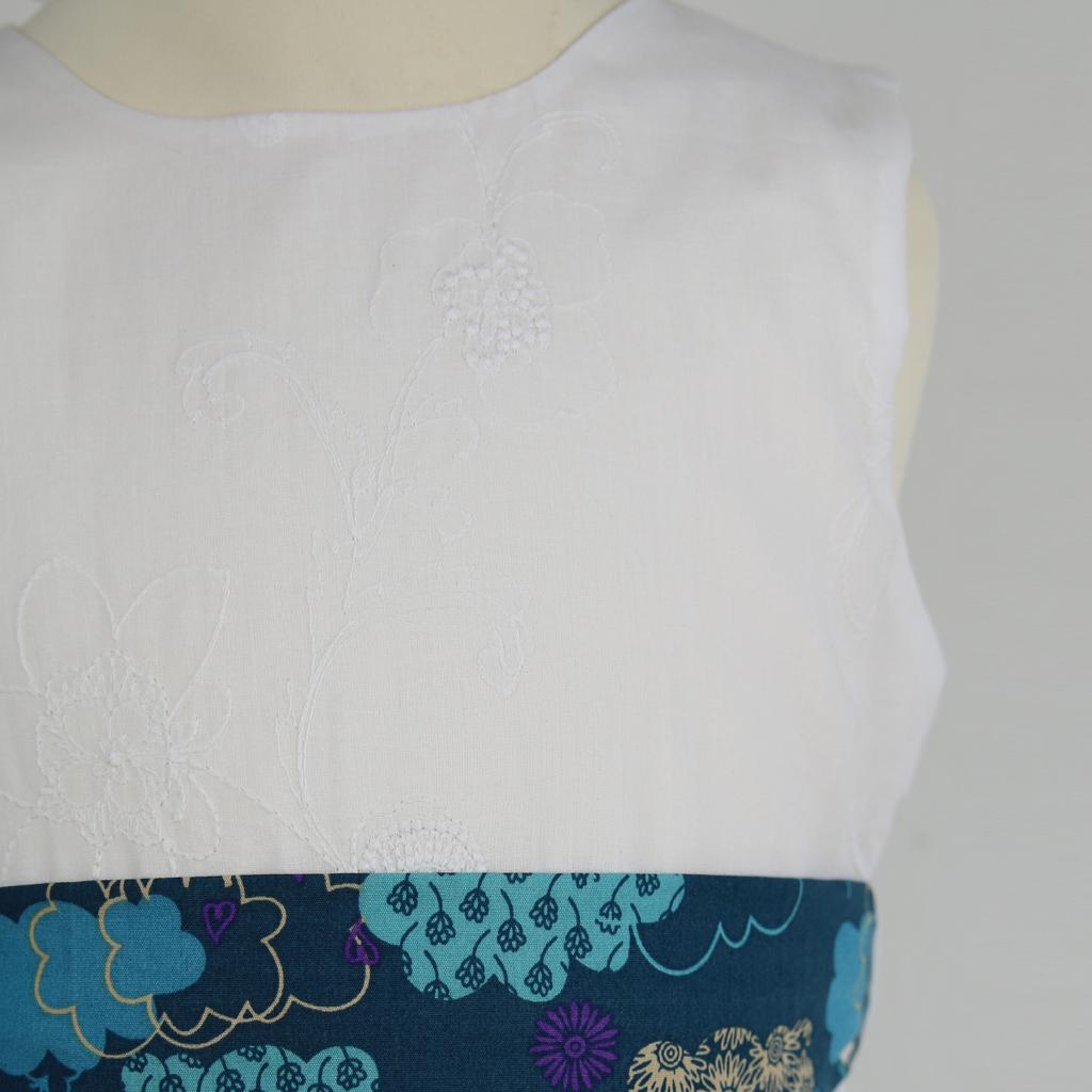 Das Kommunionskleid mit buntem Gürtel zum Sommerkleid