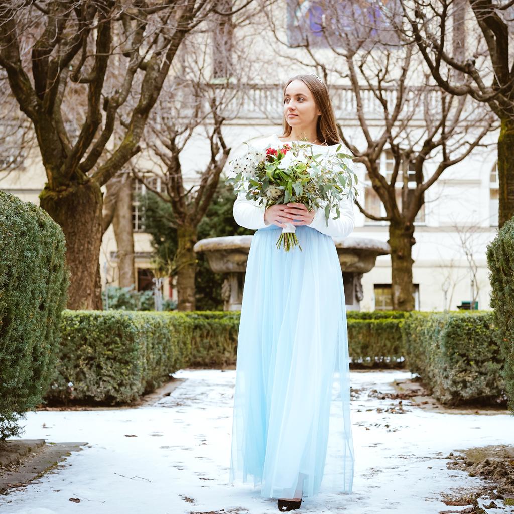 Ein hellblauer Brauttüllrock aus München