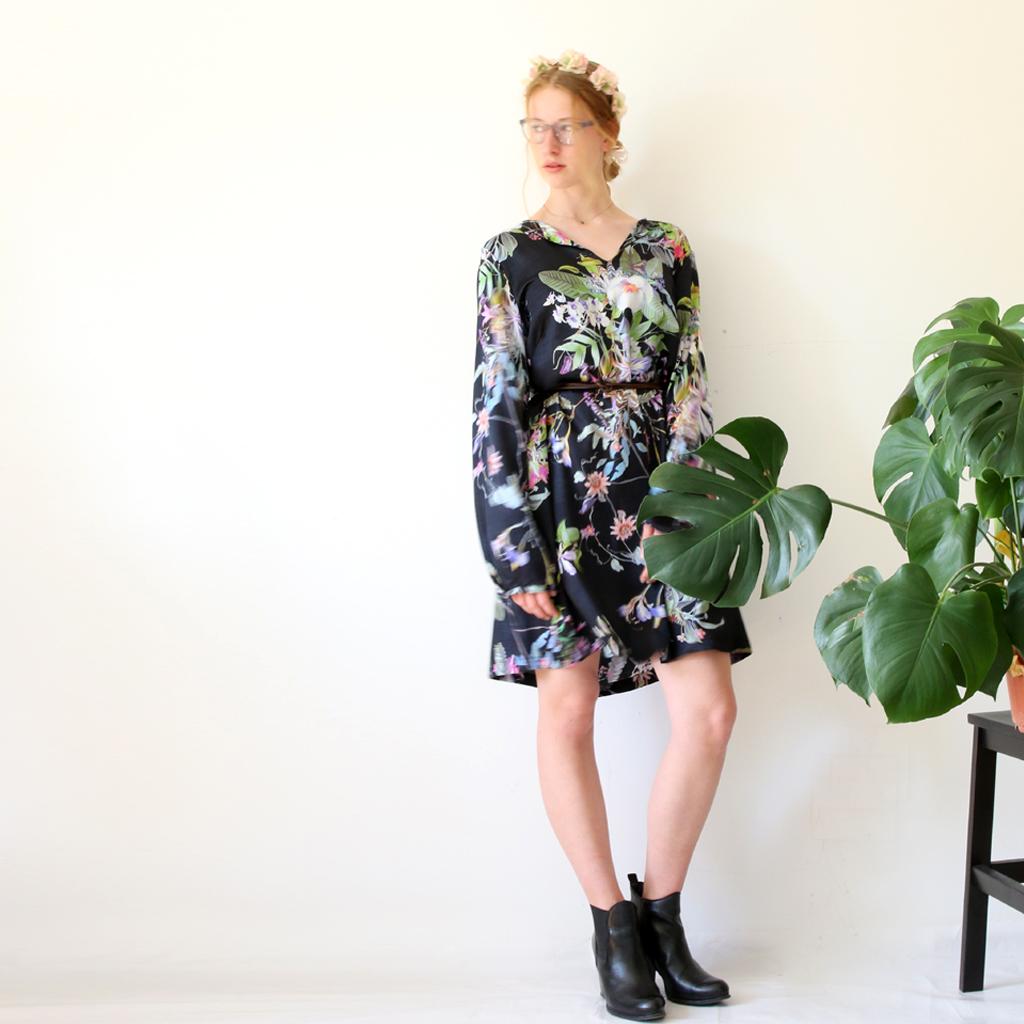 praktisches Sommerkleid mit Taschen im lässigen Style. Sommerkleider aus München.