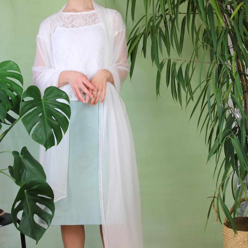 Brautstola in ivory für ein elegantes Standesamtkleid. Ein ideales Asseccoire für deine Hochzeit. designed in munich