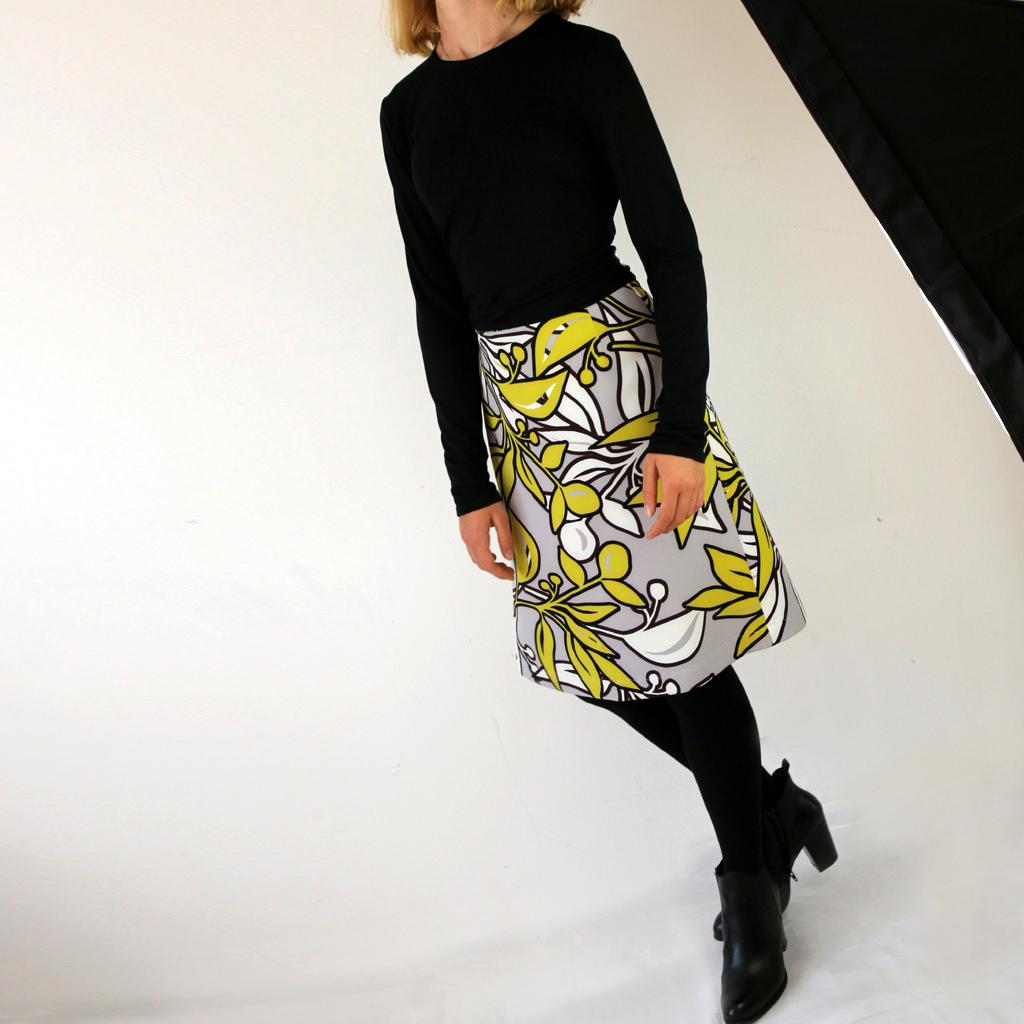 A-Linienförmiger Damenrock mit schönen Print. Anfertigung in München. Im Atelier ma-eins in der Rothmundstrasse.