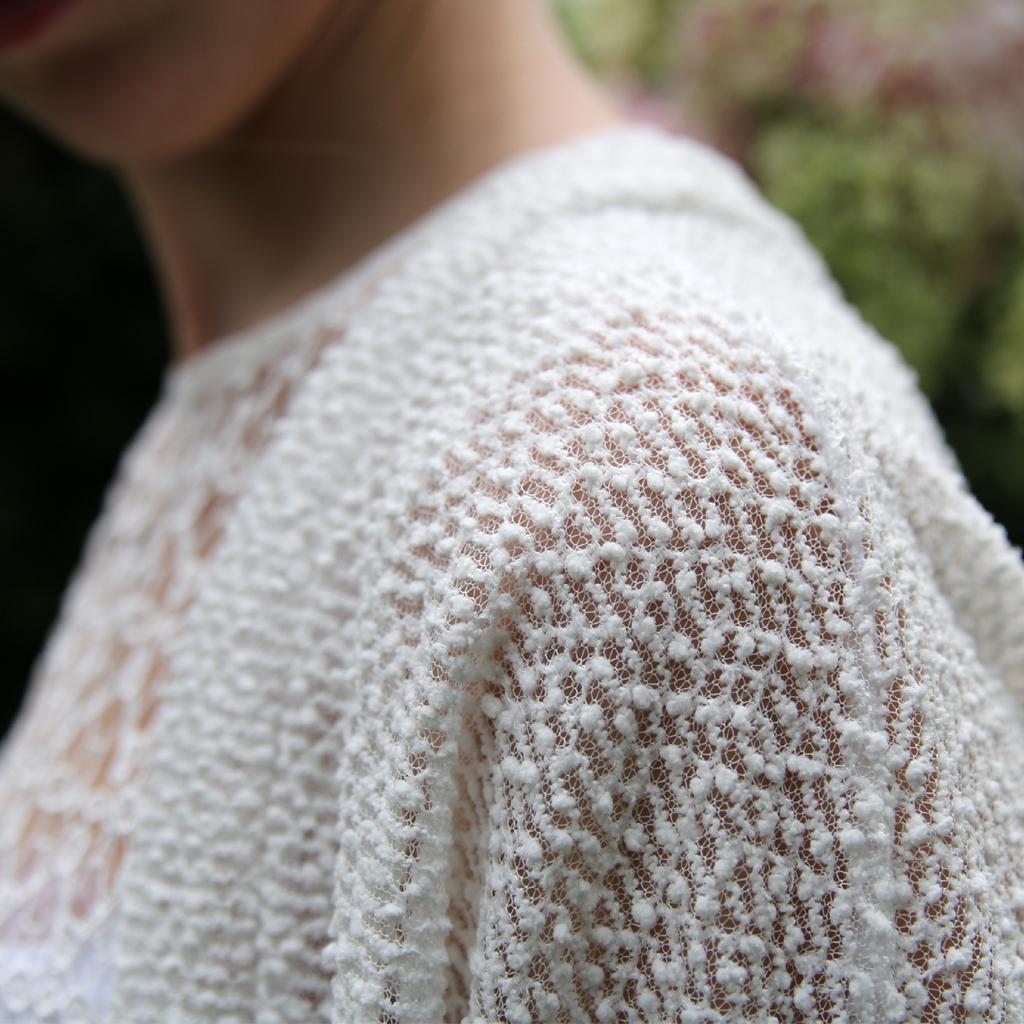 kuscheliges Material für deine Brautjacke. Individuell angefertigt in München im Atelier ma-eins.