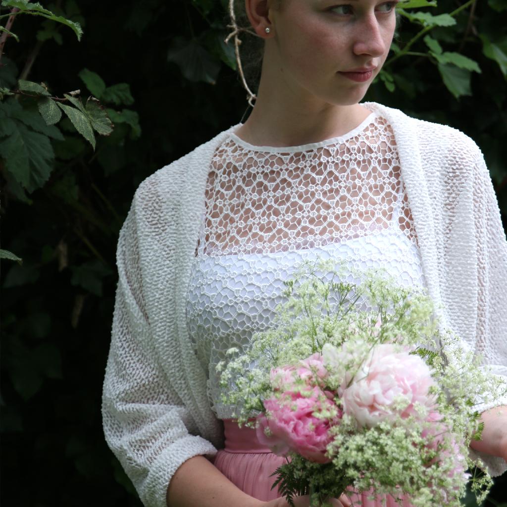 Eine moderne Brautjacke im lässigen Style. Designed in München im Atelier ma-eins