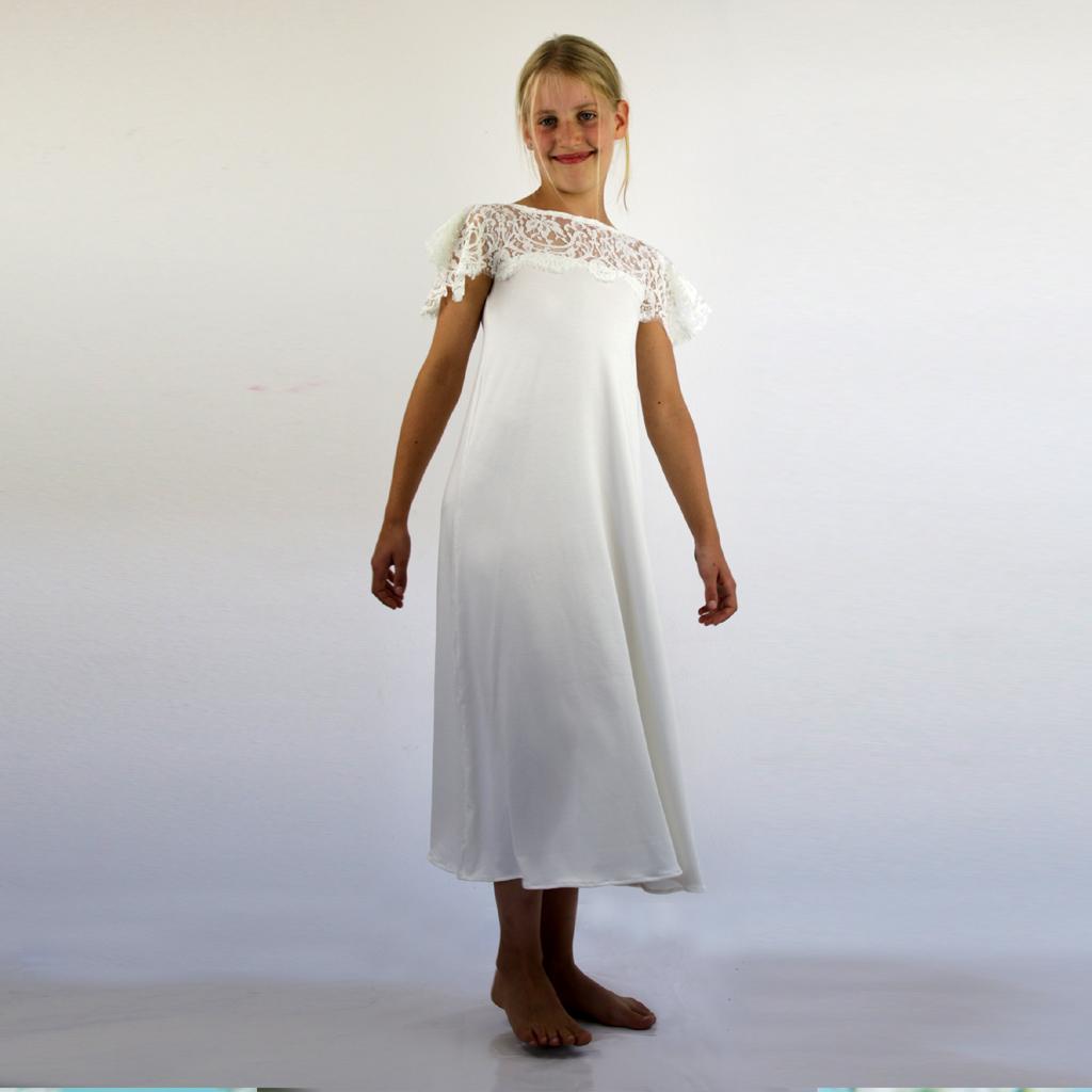 Das hübsche Kommunionkleid aus der münchener Manufaktur ma-eins verabschiedet sich und wird nicht bei der Kommunion 2020 dabei sein.