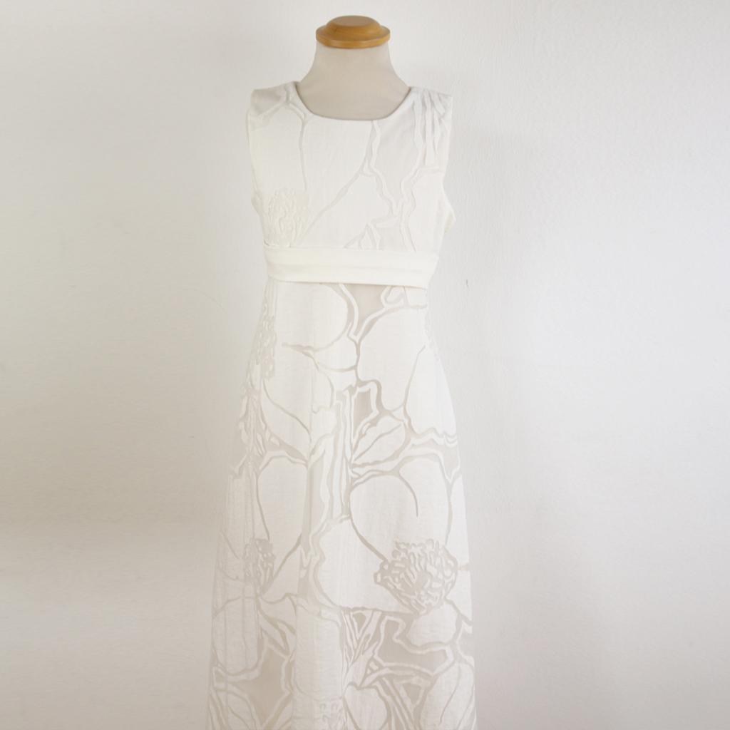 besonderes kommunionkleid. Deutschlandweit versende ich meine schlichten Kommunionkleider zu Euch nach Hause. Das Label ma-eins aus München steht für natürliche weiße Kleider zum wohlfühlen.