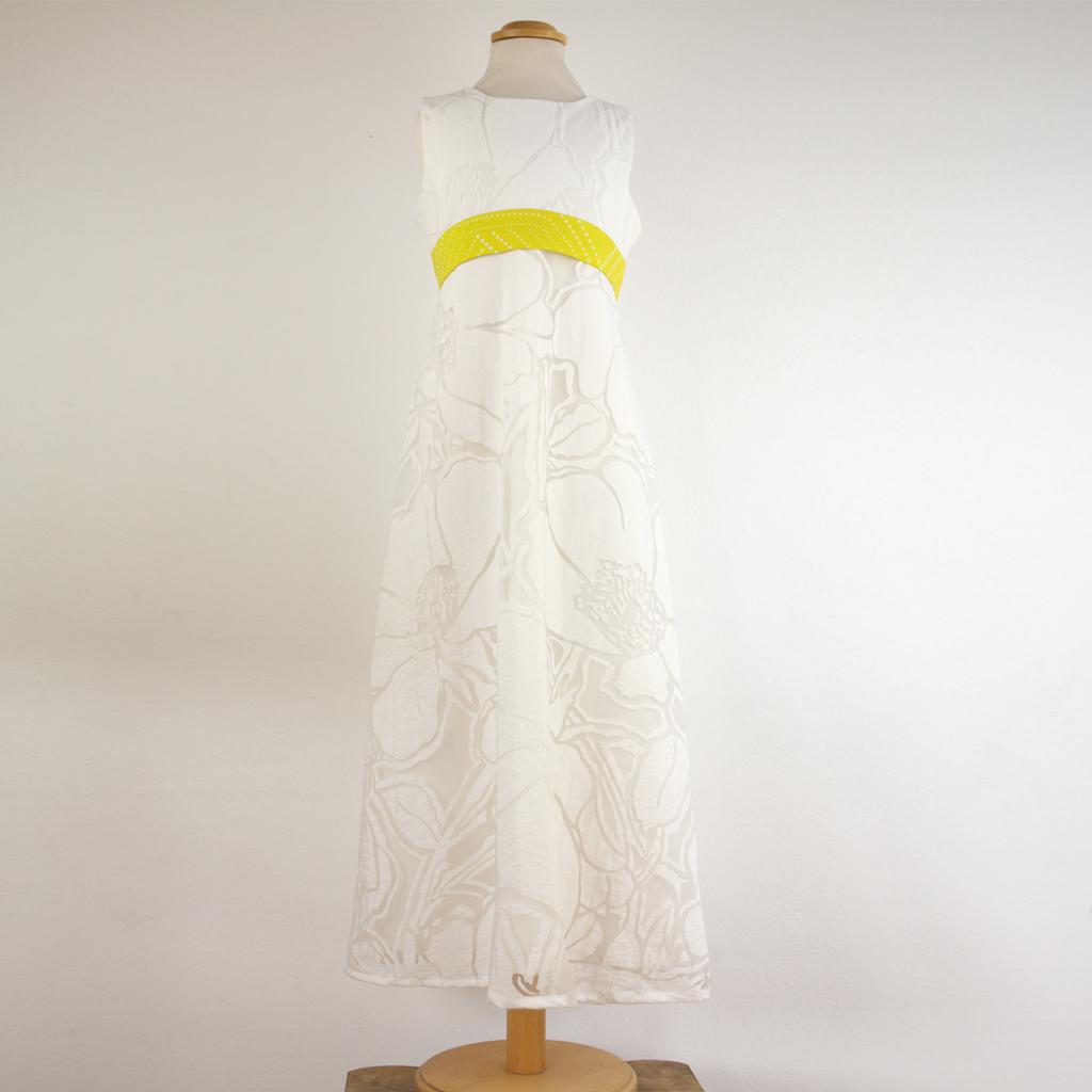 hübscher Kleiderstoff für elegante Kommunionkleider aus München. Einfache Bestellung. Ein besonderes Kommunionskleid für die Firmung.