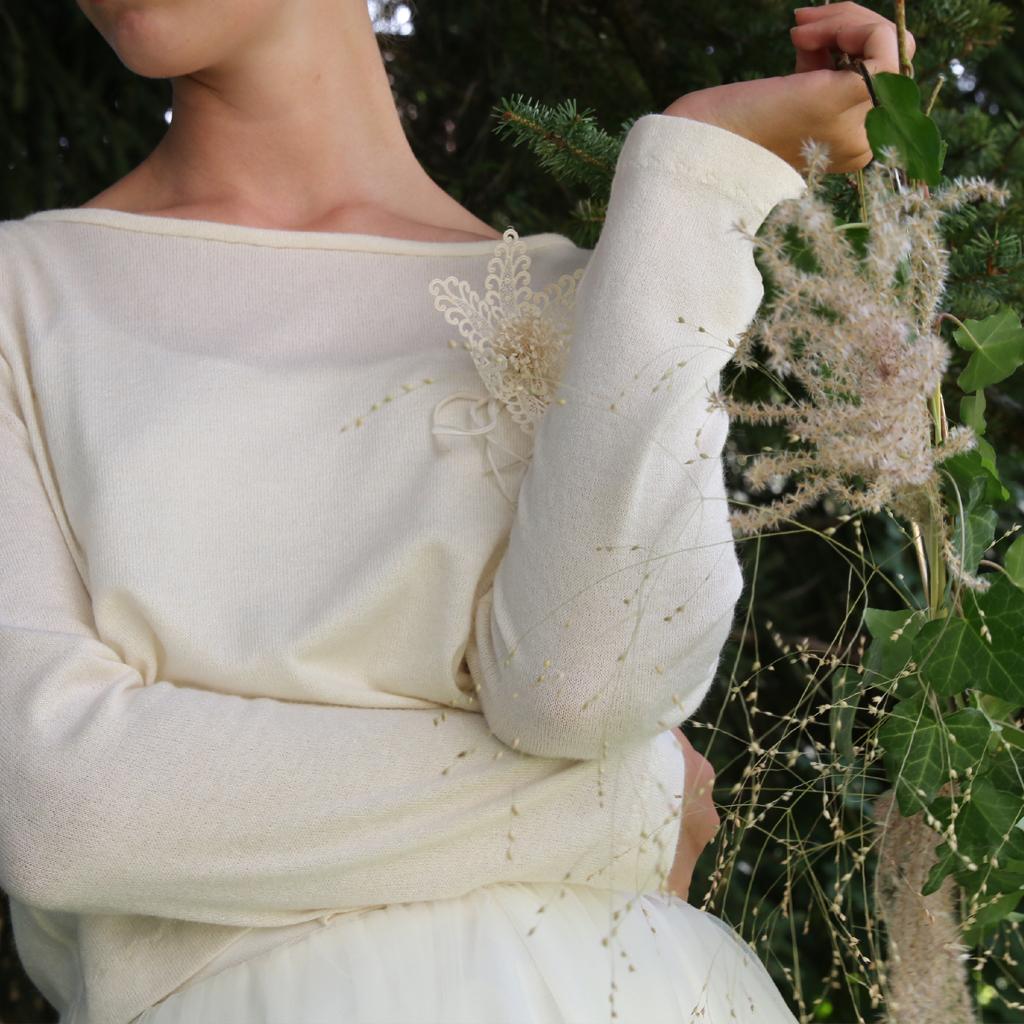 verschiedene Auswahlmöglichkeiten bei einer individuellen Anfertigung, ganz nach Wunsch und Typ der Braut. Persönliches Hochzeitskleid nach deinen Wünschen im Atelier in München umgesetzt.