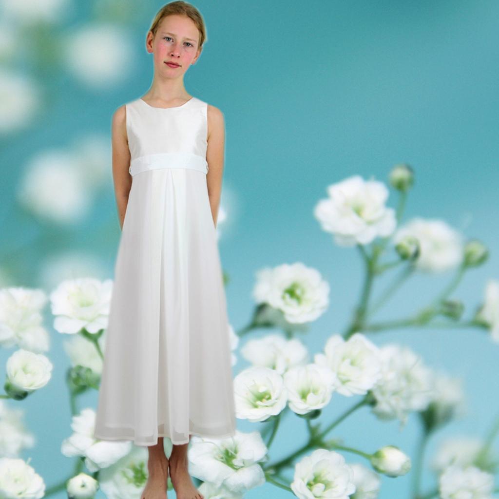 schlichtes elegantes Kommunionkleid aus edler Seide und Chiffon. In München produziert und deutschland versendet.