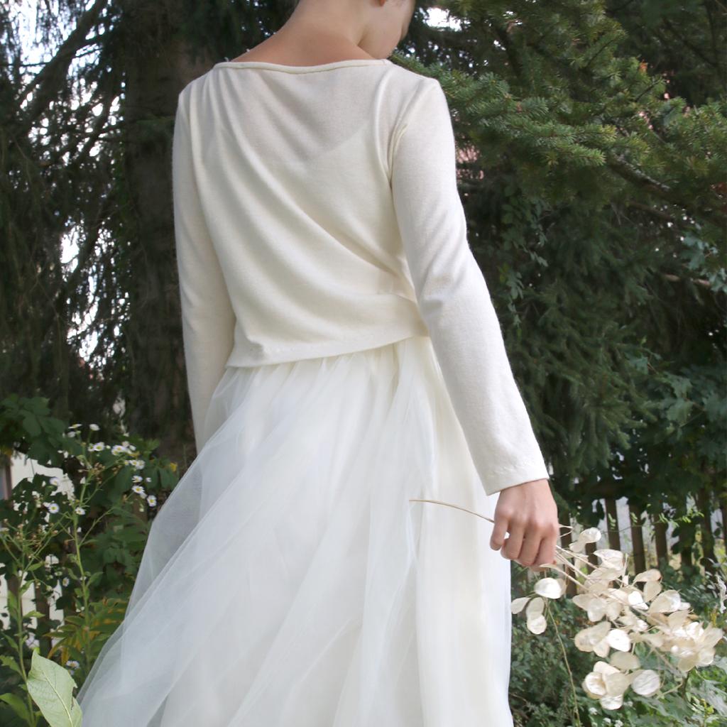 Weddingstyle mit modernem Hochzeitspullover und Tüllrock. Nachdeinen Wünschen angefertigt.