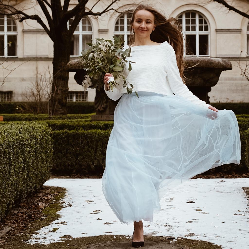 Ein natürliches Brautstyling für die Hochzeit. Fühl dich wohl in deinem Brautkleid.