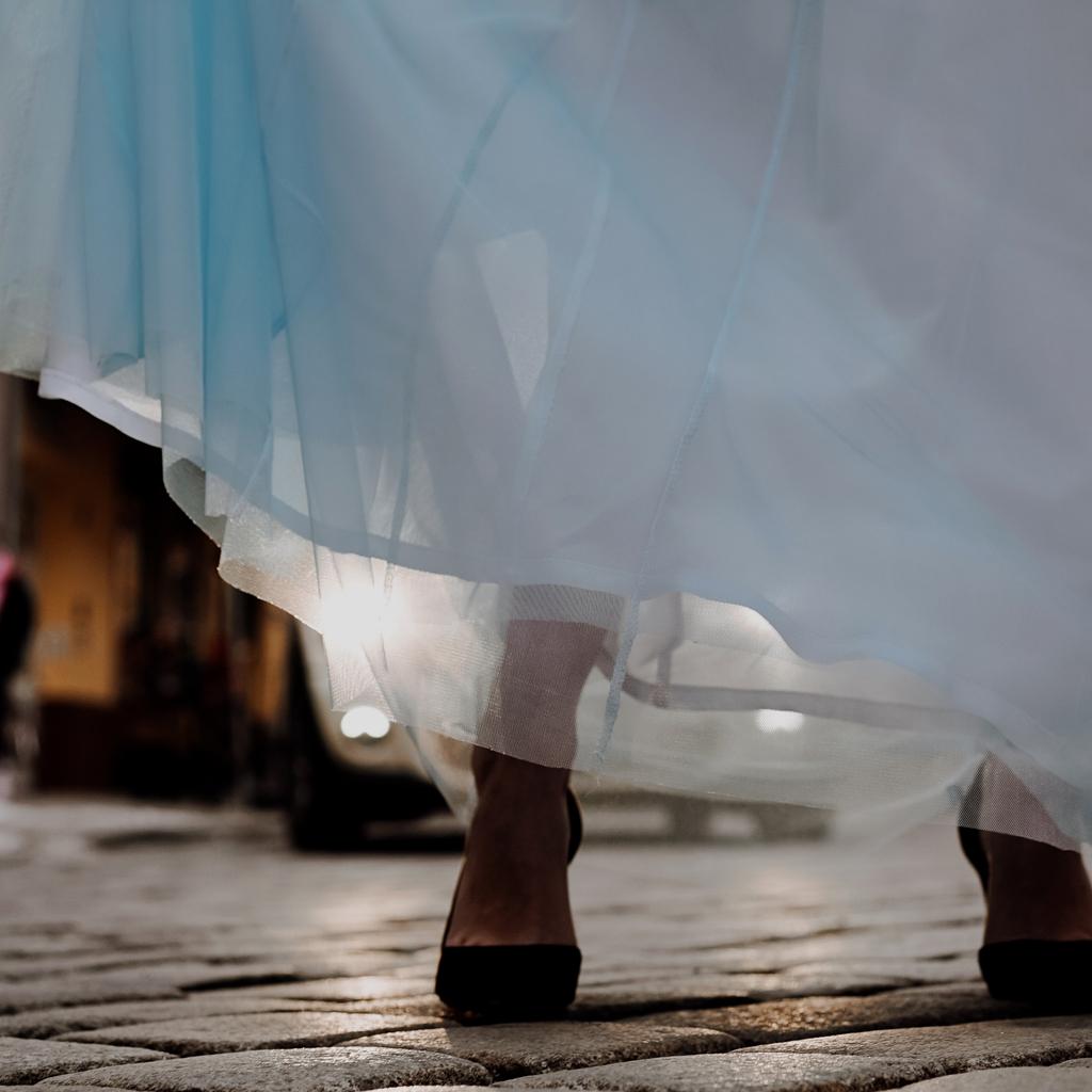 Wadenlanger Tüllrock zur Hochzeit. Standesamtkleider zur Winterhochzeit 2020 als Brautzweiteiler