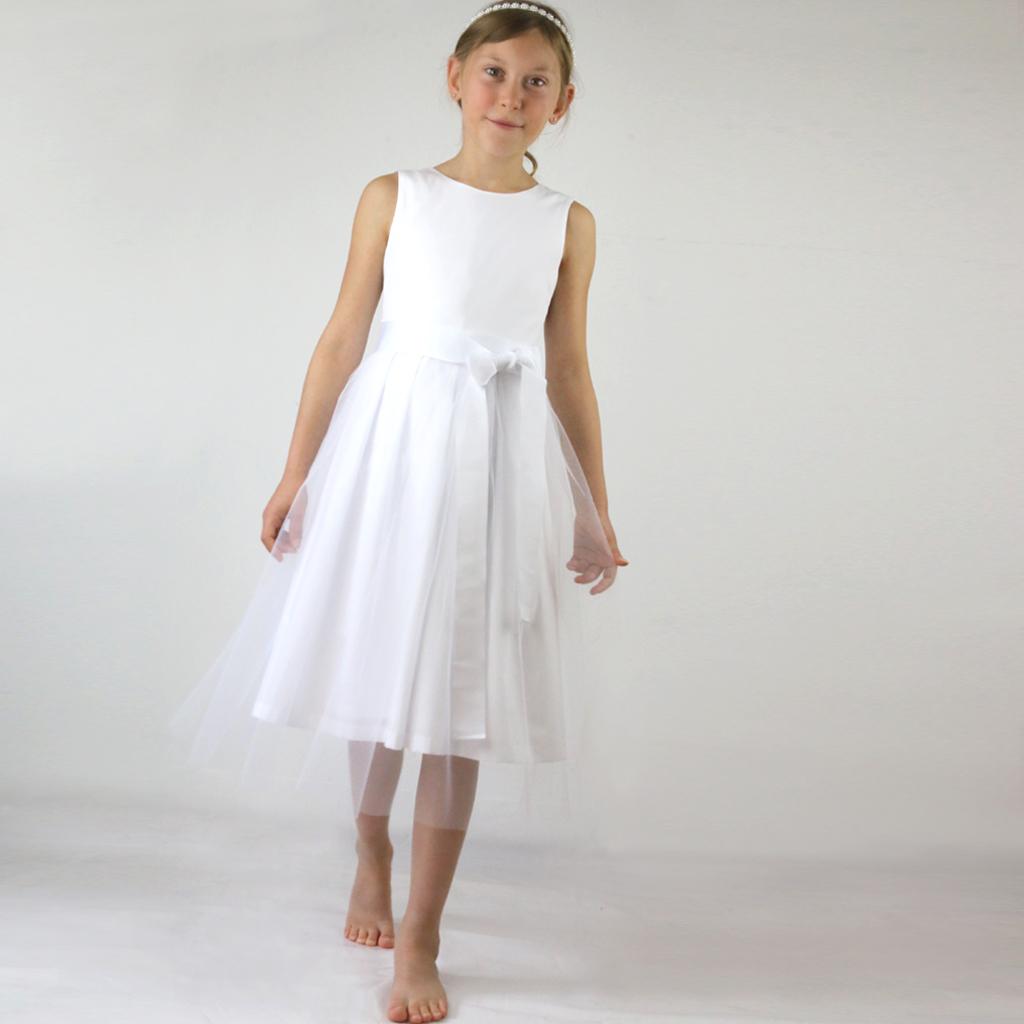 Tüllrock mit dem Kommunionskleid Isabella kombiniert. Natürlich und besonders festlich. Einfach bestellen oder in München im Atelier vorbeikommen. ma-eins freut sich auf Euch