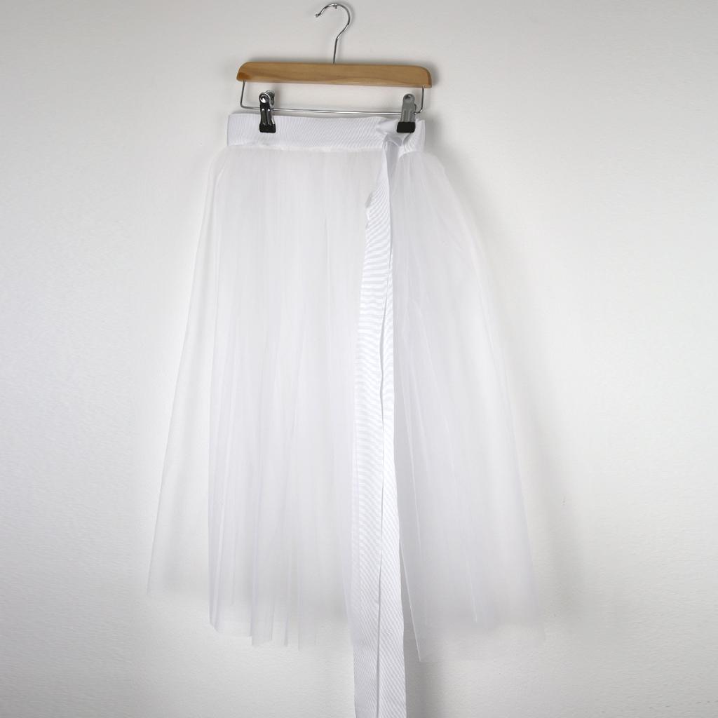 Für die Kommunionkleider einen zusätzlichen Tüllrock zum drüberziehen. Kommunionmode aus München vom Label ma-eins