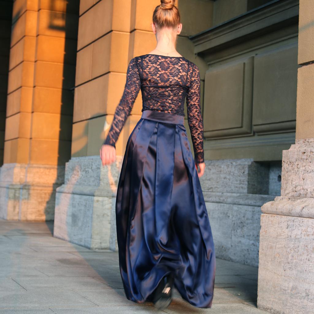 klassisches Abendkleid als Zweiteiler. Slowfashion, weil du dein Abikleid auch einzelnd weiter tragen kannst. Das Label ma-eins fertigt schlichte und dezente Kleider in München an.