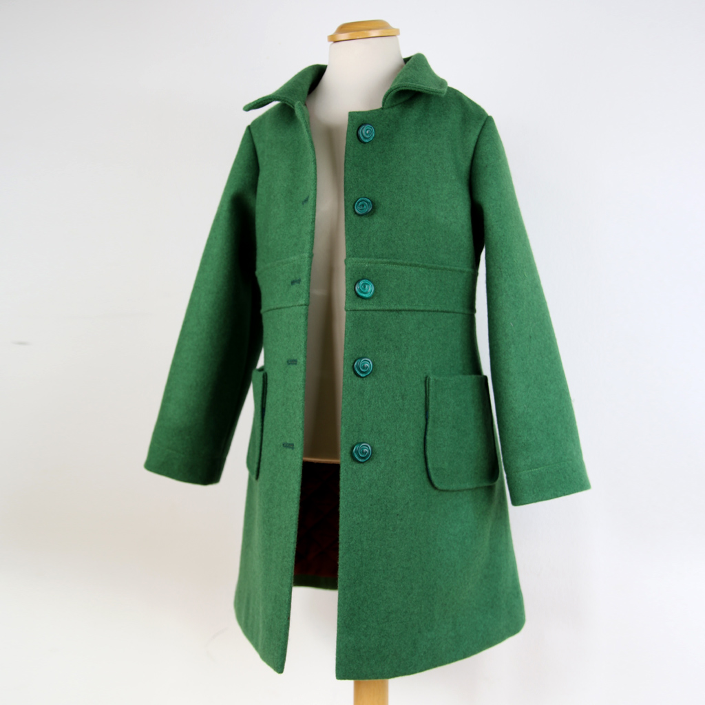 zeitloser Mantel mit viel Handarbeit. Slowfashion aus München.