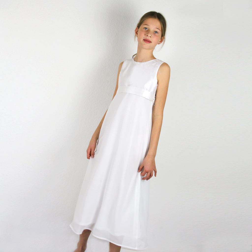 Ein schlichtes elegantes Erstkommunionkleid für zierliche Mädchen. Kommunionmode natürlich elegant aus München.