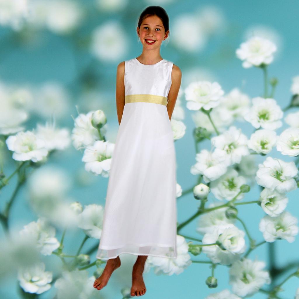 zartes Kommunionkleid mit schlichter Schnittführung. Elegante Seide machen daraus ein festliches Mädchenkleid. Label ma-eins