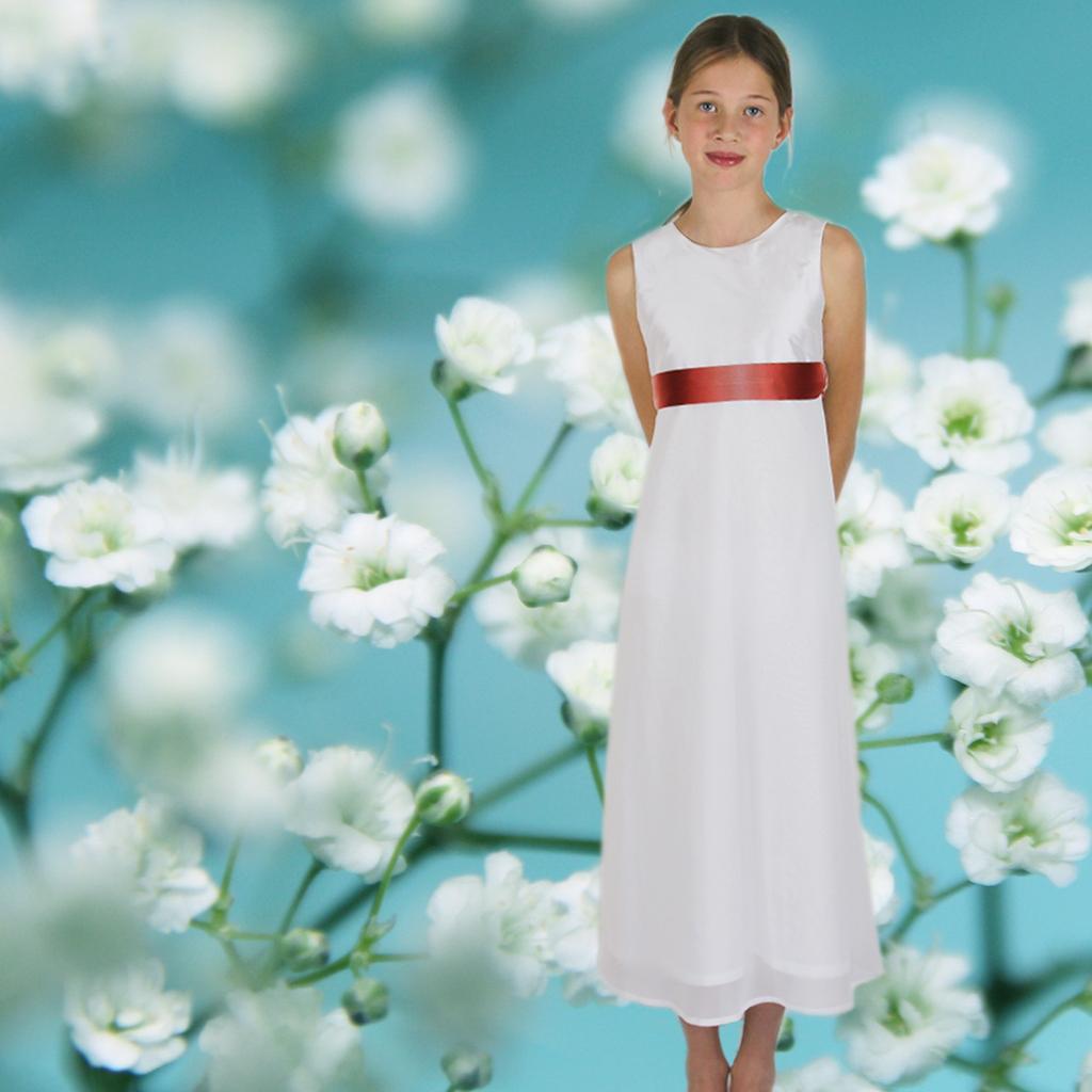 schlichtes elegantes Seiden Kommunionkleid aus München besonders für zierliche Mädchen