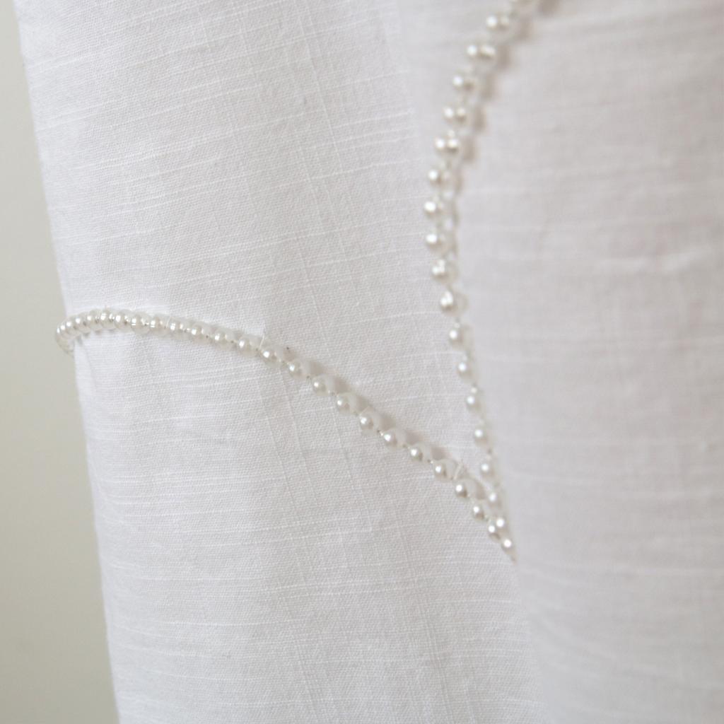 Perlen für das Kommunionkleid. schlichte Kommunionkleider vom Label ma-eins.