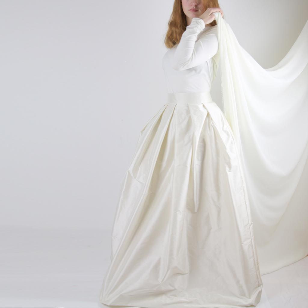langer Seidenrock für das Hochzeitskleid aus München. Nachhaltige Brautkleider individuell angefertigt.