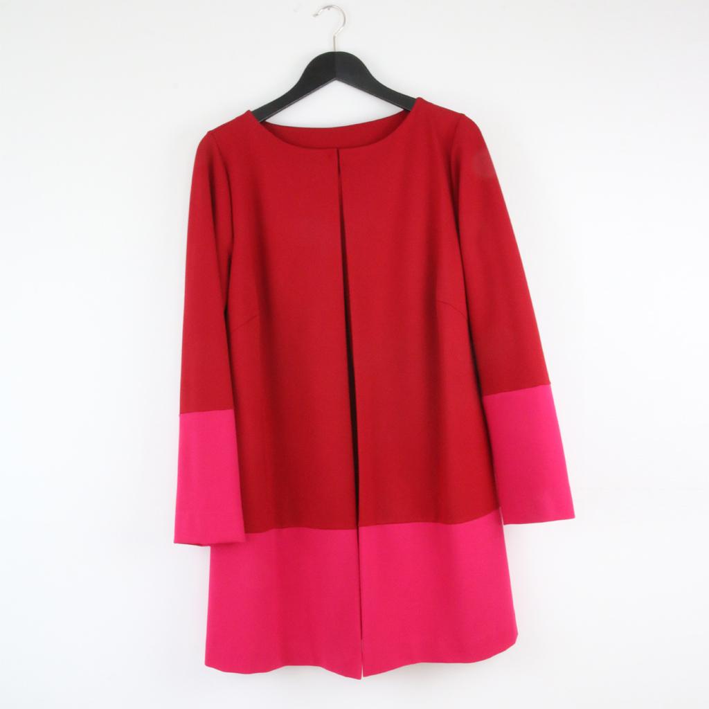Colorblocking Jacke in pink und rot. Der schlichte puristische Jackenschnitt kombiniert mit leuchtenden Farben. ma-eins Label aus München