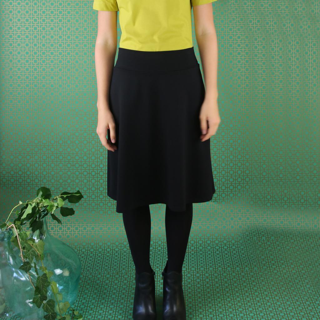 Weicher Jerseyrock toll zum kombinieren mit anderen Kleidungsstücken aus der Kollektion. Rockbasicteil aus München