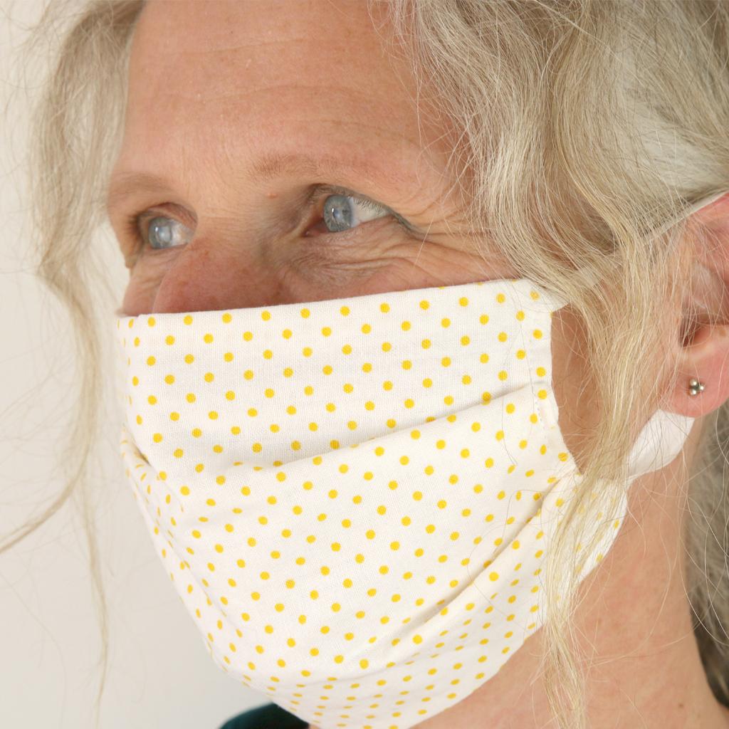 handgefertigte Maske aus schönen Baumwollstoffen zum waschen. Das kleine Label ma-eins in München, hat verschiedene Behelfsmasken angefertigt