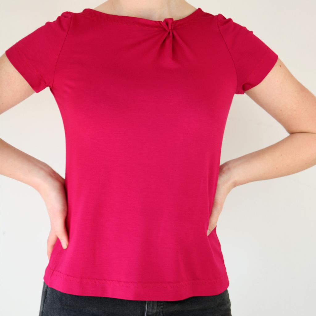 Kurzarmschirt in leuchtendem himbeerton. Fair Fashion aus München. Das Label ma-eins fertigt schöne Schirts für dich an.