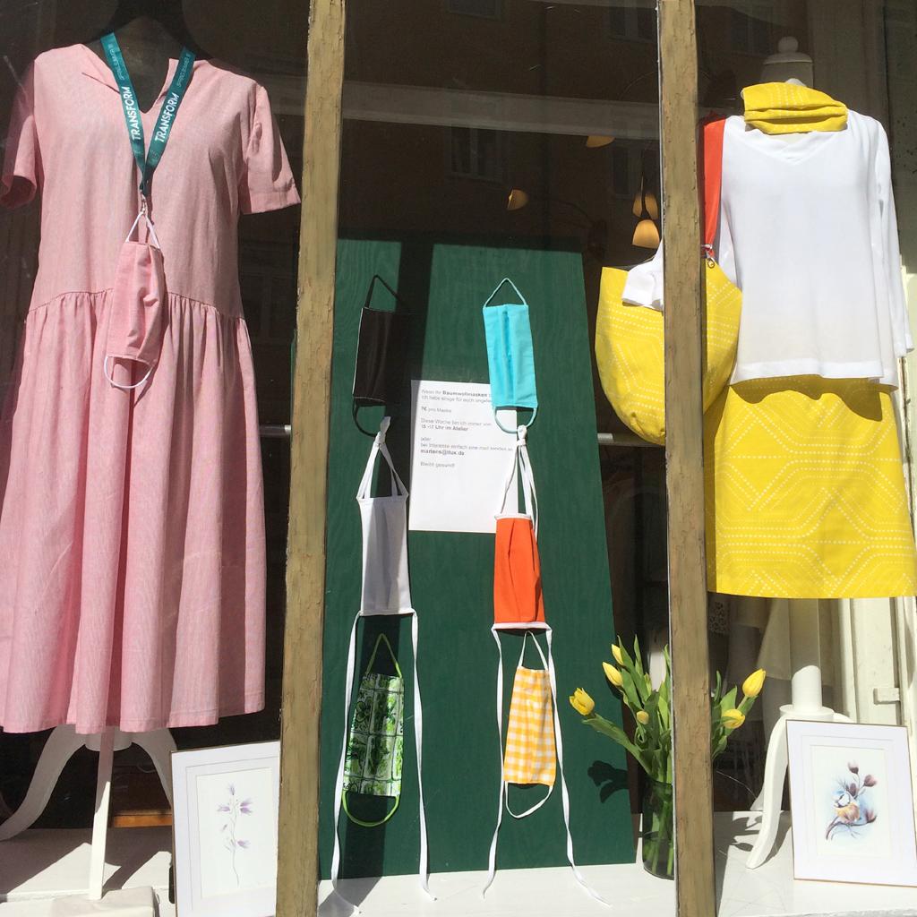 Stoffmasken passend zum Sommerkleid. 3-Lagige Baumwolle in München angefertigt.