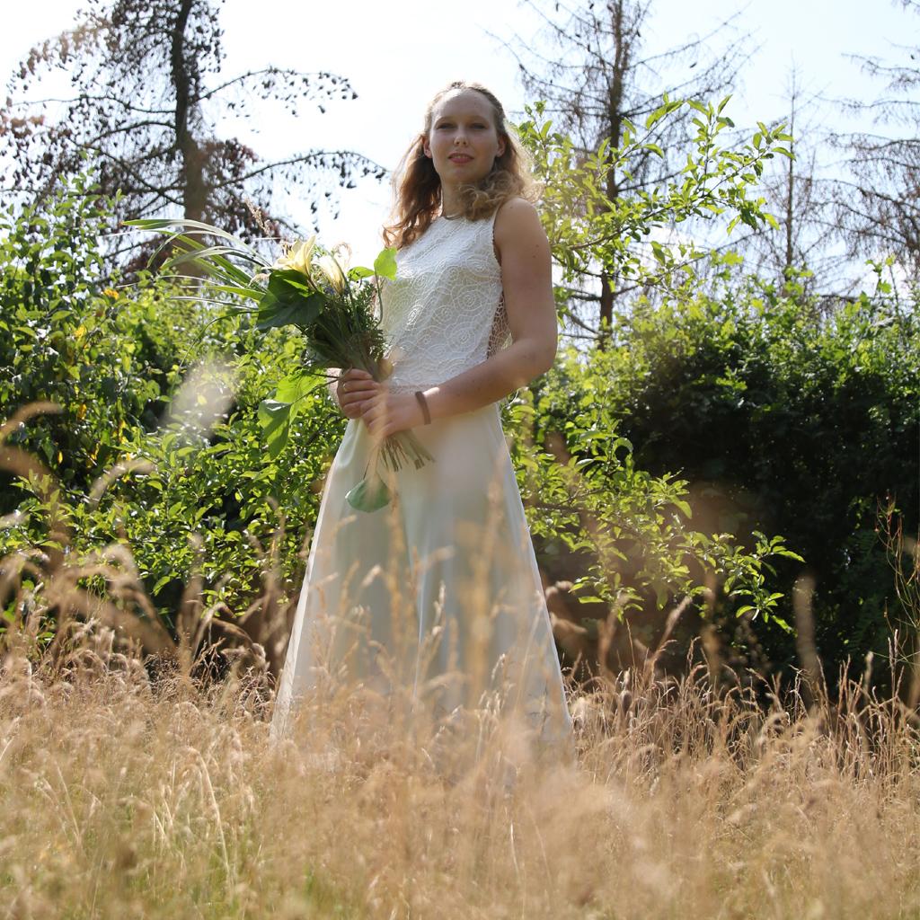 Bohobraut 2021 im Brautzweiteiler aus München. Brautmode aus dem Atelier ma-eins. Nachhaltige Brautkleider