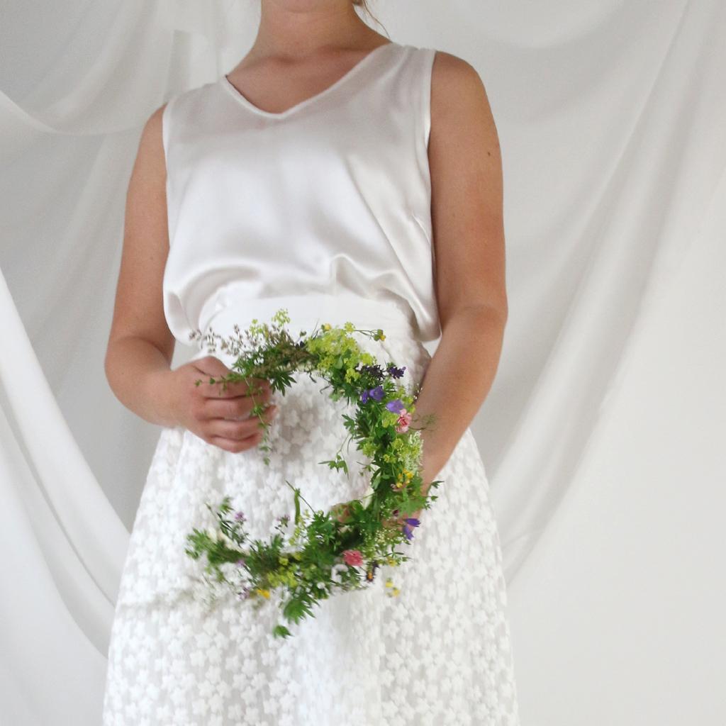 zweiteiliges Hochzeitskleid natürlich und romantisch für die moderne Braut die auch Nachhaltigkeit liebt. Brautmode aus München bei ma-eins