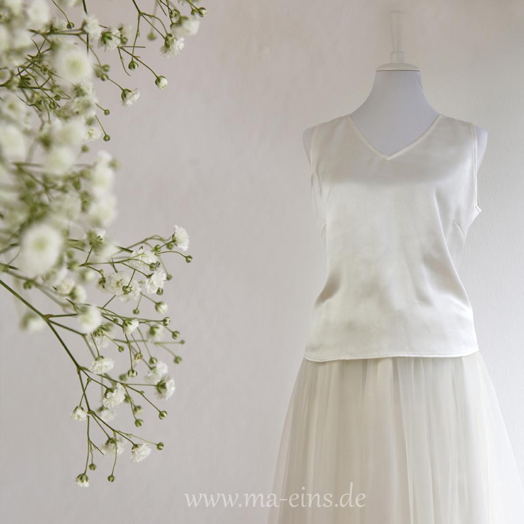 Brautzweiteiler aus München. Brautkleider zum kaufen und anfertigen lassen. das Label ma-eins macht schöne schlichte Hochzeitskleider.