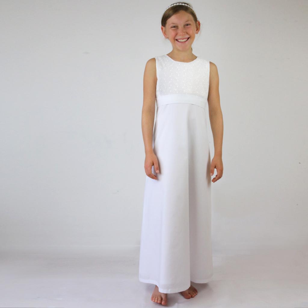 weißes Kommunionkleid aus München für natürliche Mädchen.