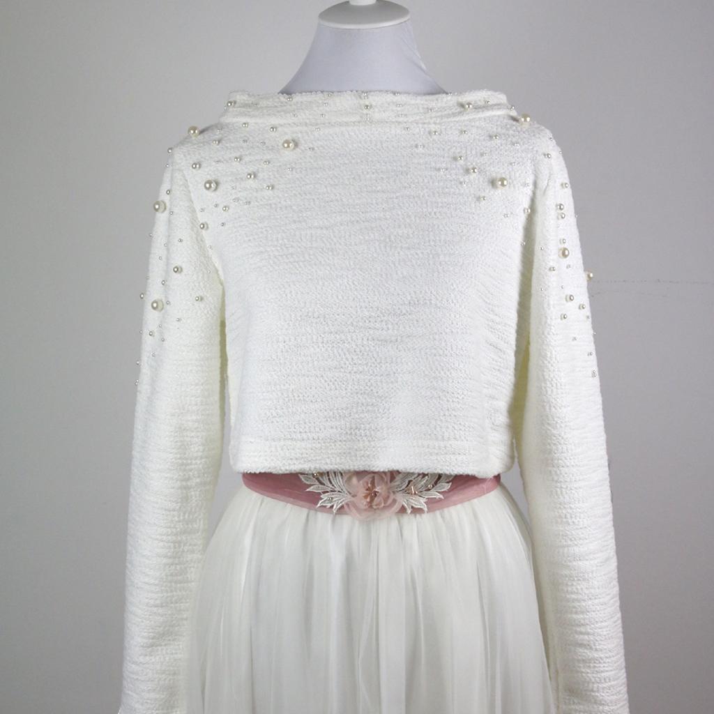 Brautpullover mit Perlen. Ein Wunschmodell in München angefertigt.