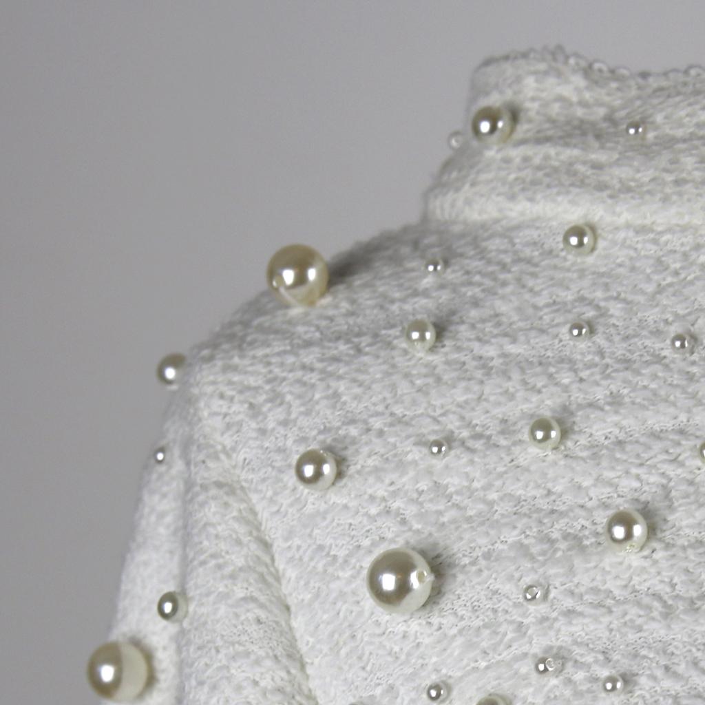 sorgfältige Handarbeit für die zweiteiligen Brautkleider und hochwertige Verarbeitung der Hochzeitskleider.