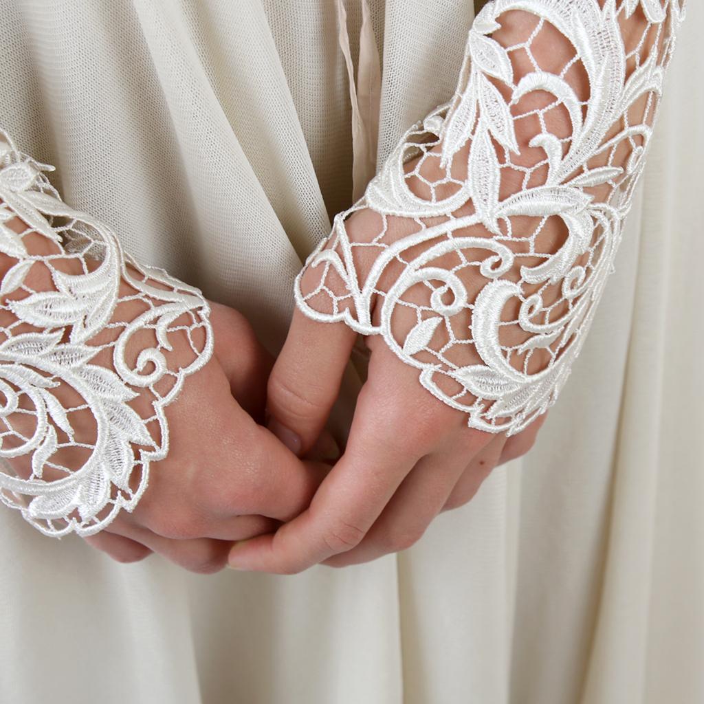 Ein zweiteiliges Hochzeitskleid ist besonders Nachhaltig, weil du die einzelnen Brautteile weiter tragen kannst. Fair hergestellte Brautkleider aus München.
