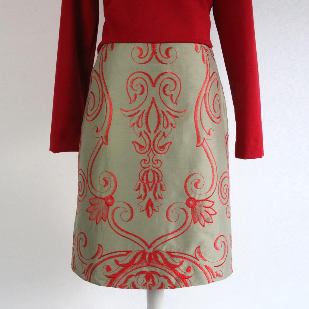 schlichter Schnitt mit besonderem Muster ist der Seidenrock ein echter Hingucker. Mode aus München