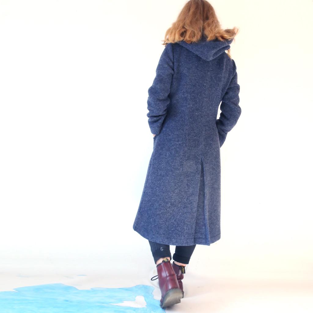 Winterwollmantel in blau. Designermode aus München