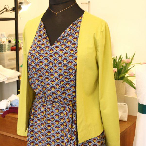 Eine leichte Jacke in unterschiedlichen Farben toll zum kombinieren und sehr praktisch. Fairfashion München ma-eins.