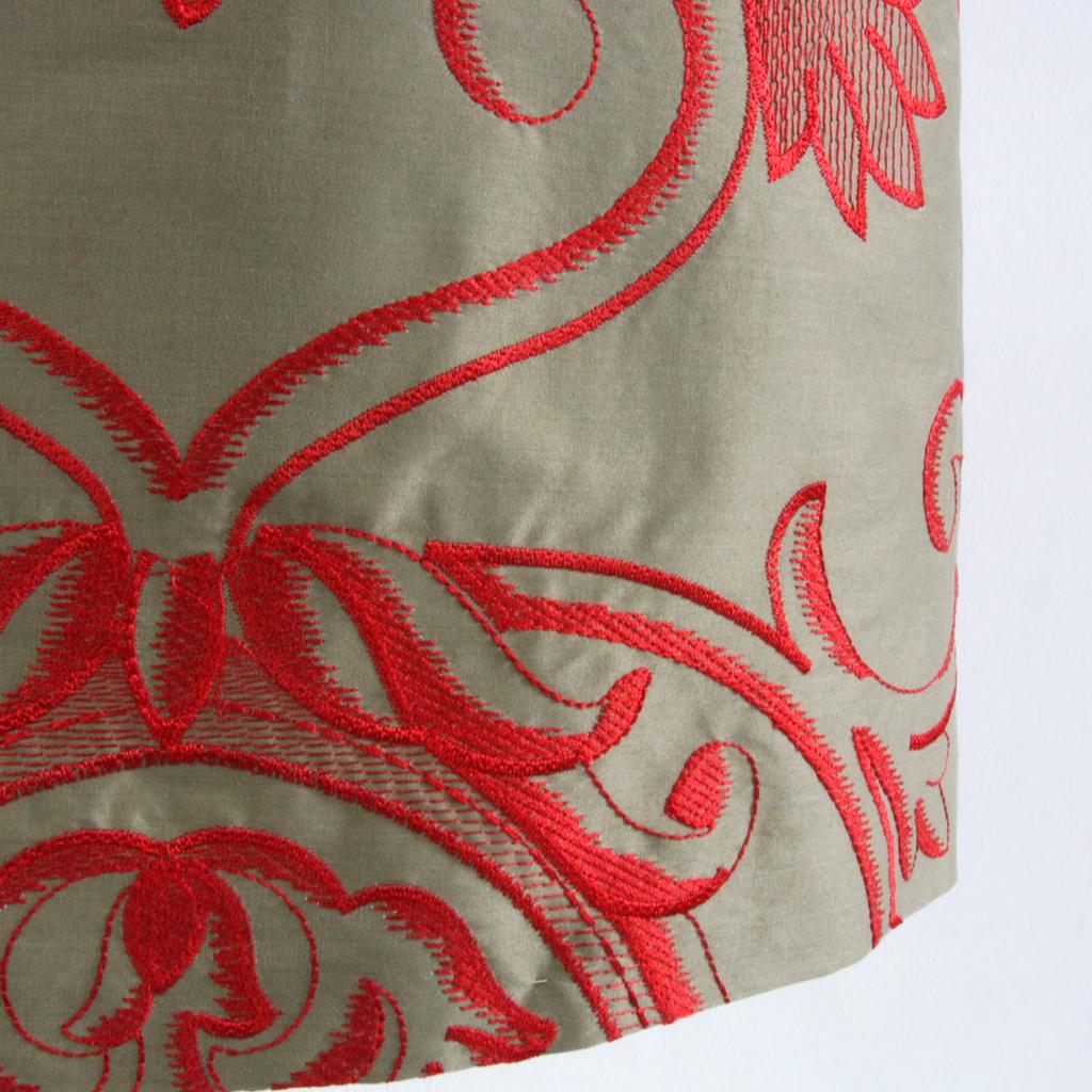Seidenrock mit Ornamentsickerei. Münchener Atelier ma-eins fertigt besondere Designmode an.